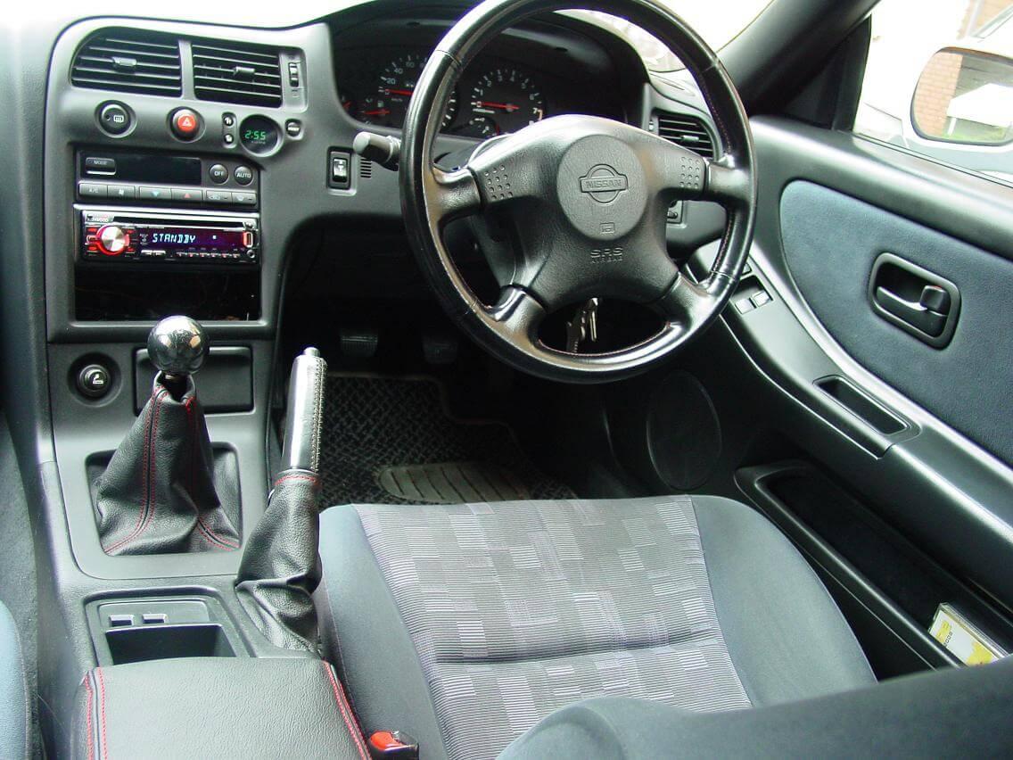 nissan skyline r33 GT-st Innenraum   jp-importcars