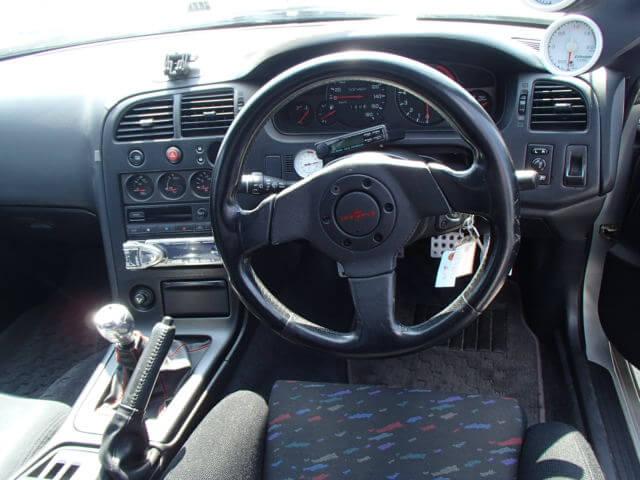 Nissan Skyline R33 GTR Innenraum